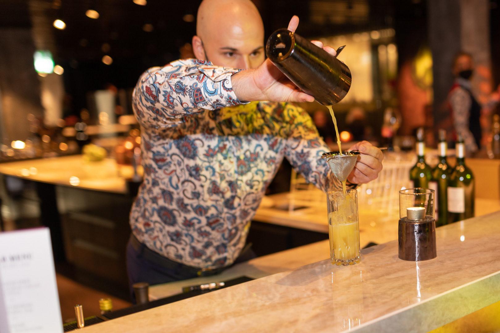 Cocktails an der Sablier Bar